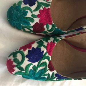 Free People embroidered 8.5 heels